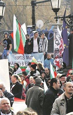 """""""Масовите протести продължават – палатков лагер пред парламента"""" – вестник """"Wiener Zeitung"""""""