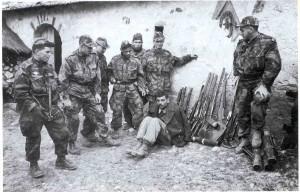 Войната в Алжир катализира кризата.