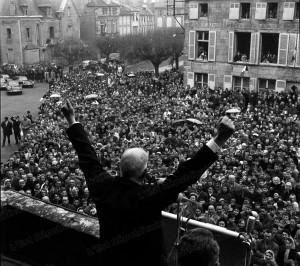 Шарл Де Гол на митинг като президент на V република.