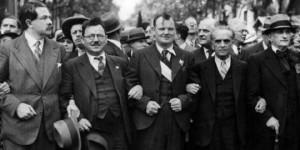 Шествия на могъщата френска компартия 1950г. Лидерът Морис Торез е в средата.