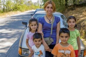 Тя е мюсюлманка, която търси мирно небе за четирите си деца