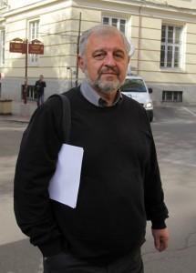 В последните години ректорът на СУ проф. Иван Илчев произнесе ярки и критични към правителствата речи, но не успя да впечатли студентите си с тях.