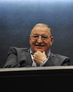 Димитър Пенев като гост на форума. Доста от ораторите засенчиха култовите му лафове.