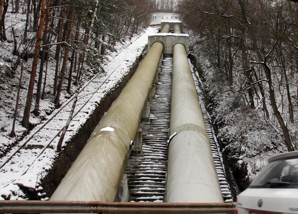 Гръбнакът на водоснабдителната ни система в основната си част е изграден в средата и втората половина на миналия век. Това са най-скъпите инвестиции, които са публични - тоест платени са от предишни поколения и от цялото население. Сега е лесно мрежата да се отдаде за стопанисване на някой, който да я поддържа и да фактурира сметки