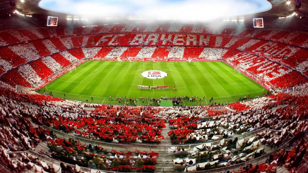 """Вече бившия президент на """"Байерн Мюнхен"""" Ули Хьонес построи за своя отбор стадион последна дума на технологията, наречен Allianz Arena"""