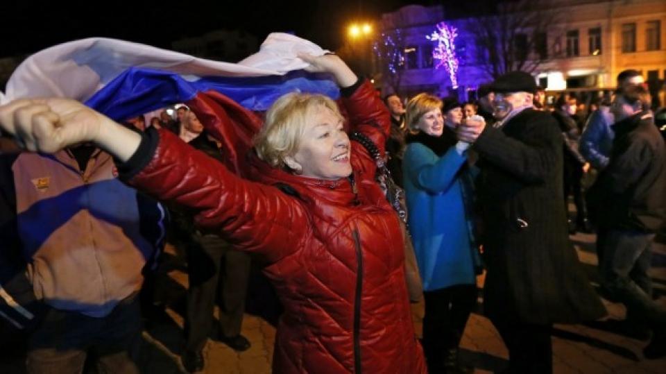 Жителите на Крим празнуват снимка: БГНЕС