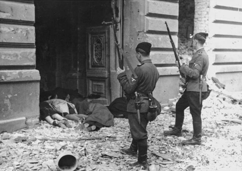 Година по-рано украинските колаборационисти смазват и бунта във Варшавското еврейско гето.