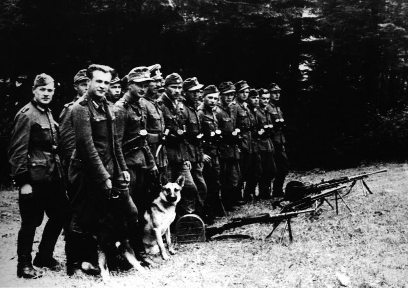 """Юли 1944 г. Отряд """"Лъвове"""" на УПА в гората край Самбор, Лвовска област."""