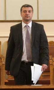 """Стойнев настоява да се смени Надзорния съвет на Агенцията по приватизация, за да се приватизира по-бързо """"Булгартабак""""."""