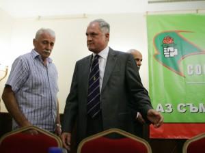 """""""Обединена социалдемокрация"""" се разедини за предстоящите избори. Половината партия подписа с БСП, а другата половина - в лицето на бившия ѝ председател Кольо Парамов (вдясно), отиде при АБВ"""