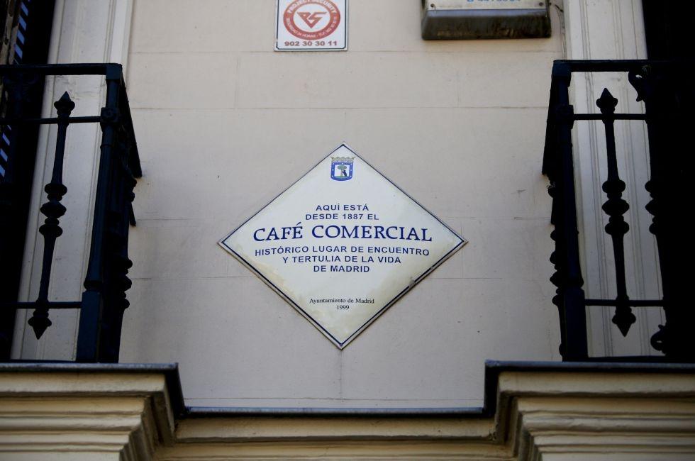 66-Placa conmemorativa en la fachada