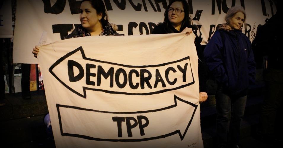 Демокрация наляво, ТПП надясно