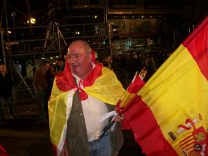 Продавачът на испански знамена и верен гласоподавател на Народната партия Хесус Мария Лопес Сантос