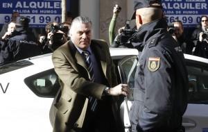 Бившият ковчежник на Народната партия Луис Барсенас. Името му стана нарицателно за най-големия скандал за корупция, разтърсил управлението на Мариано Рахой
