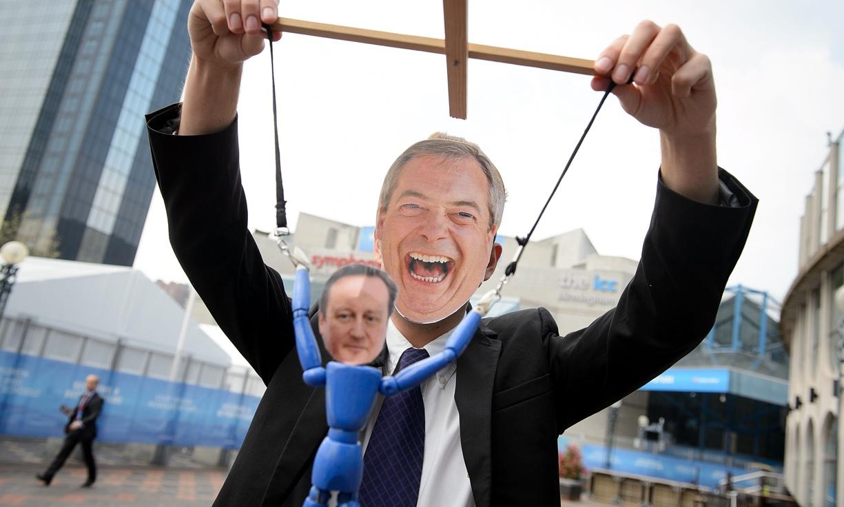 Истинският победител в преговорите, Найджъл Фараж, е недоволен. Според него само пълен Брексит може да върне свободата на Британия (да дискриминира).
