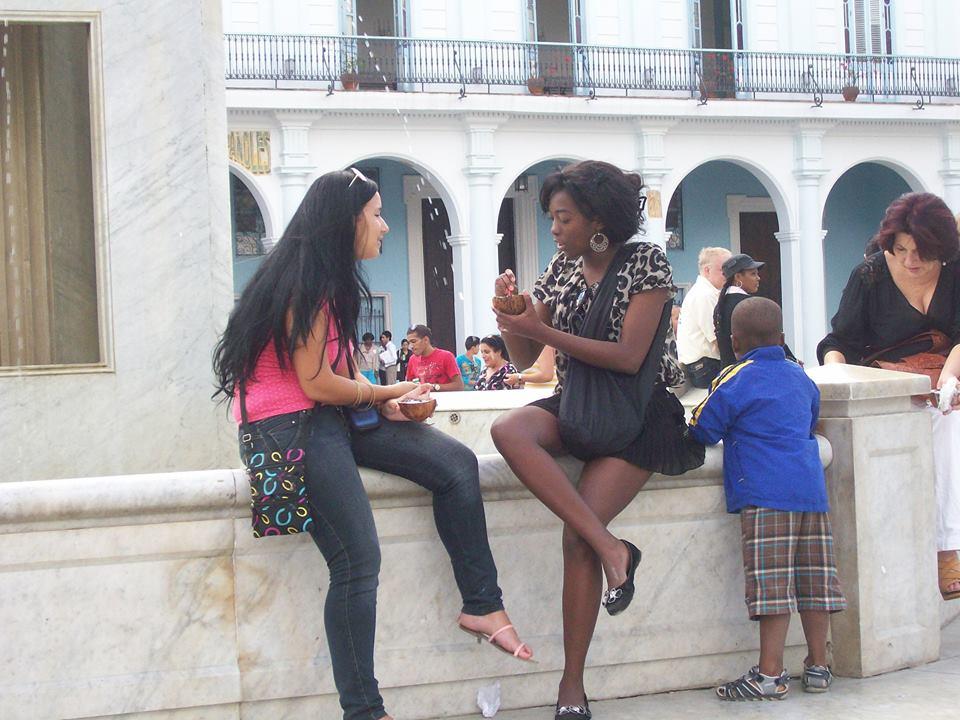 На сладолед и сладка приказка в центъра на Хавана. Снимка: Къдринка Къдринова