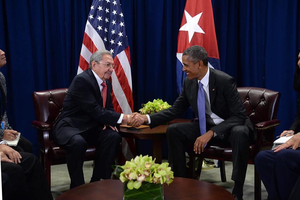 Септември 2015 г. Втора среща на кубински и щатски президент за последните 67 години. Куба иска край на блокадата и връщане на Гуантанамо, САЩ искат политически промени в Куба.