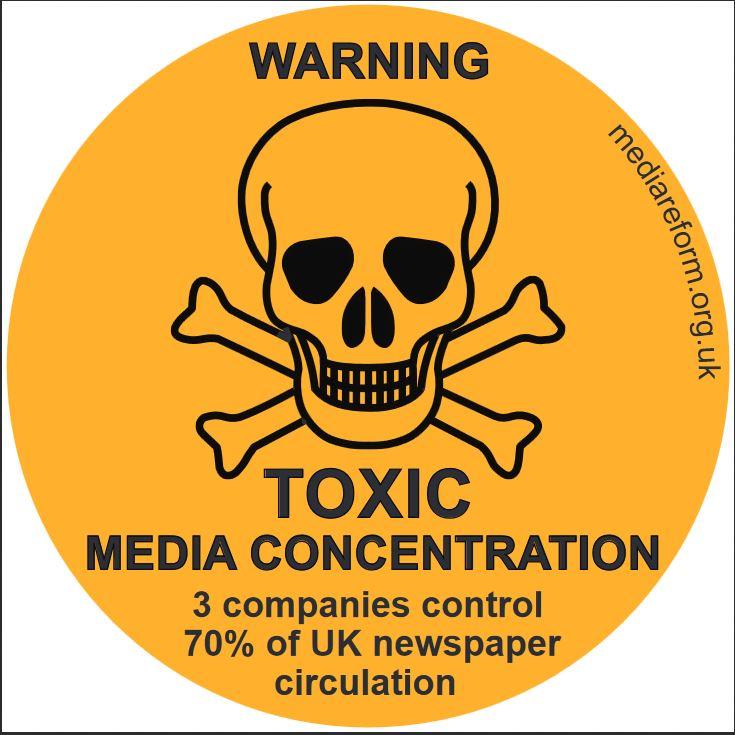 """""""Внимание! Токсична медийна концентрация! 3 компании контролират 70% от тиража на вестниците във Валикобритания"""" (Стикер на mediareform.org.uk)"""