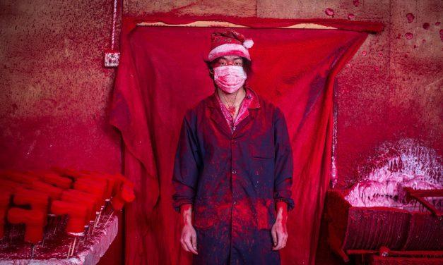 Истинската работилница на дядо Коледа: градът в Китай, където се прави коледна украса за целия свят